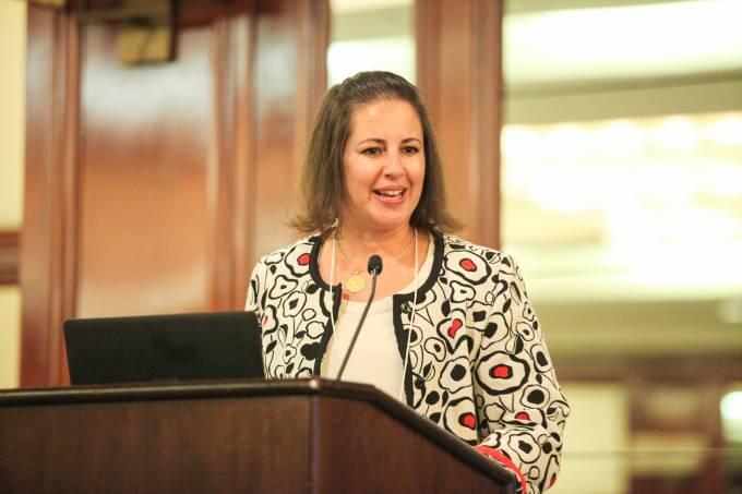 Carla Perissinotto presenting Keynote