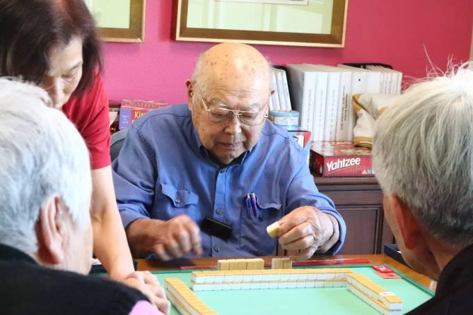 Hiromi Playing Mahjong